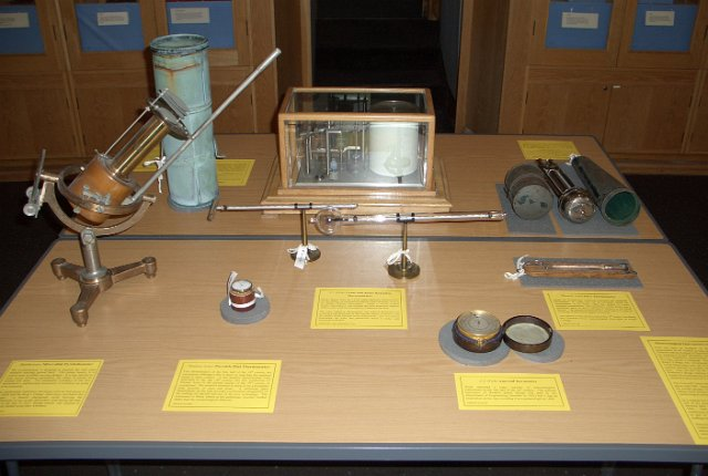 BSHSdisplay/Meteorological Instruments at Aberdeen/BSHSMar07