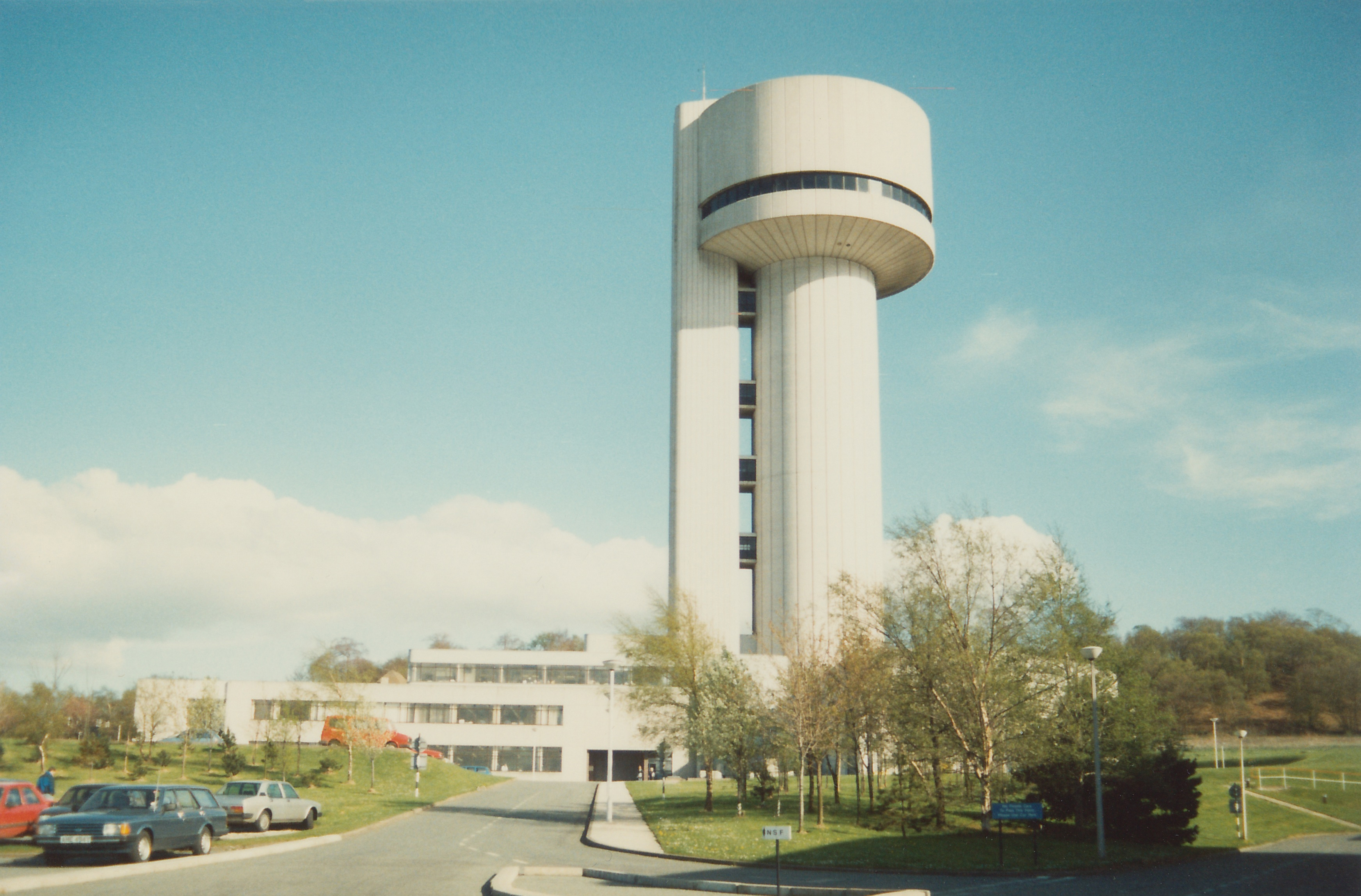sc0152.jpg - A look up towards the NSF facility, Aug 1988