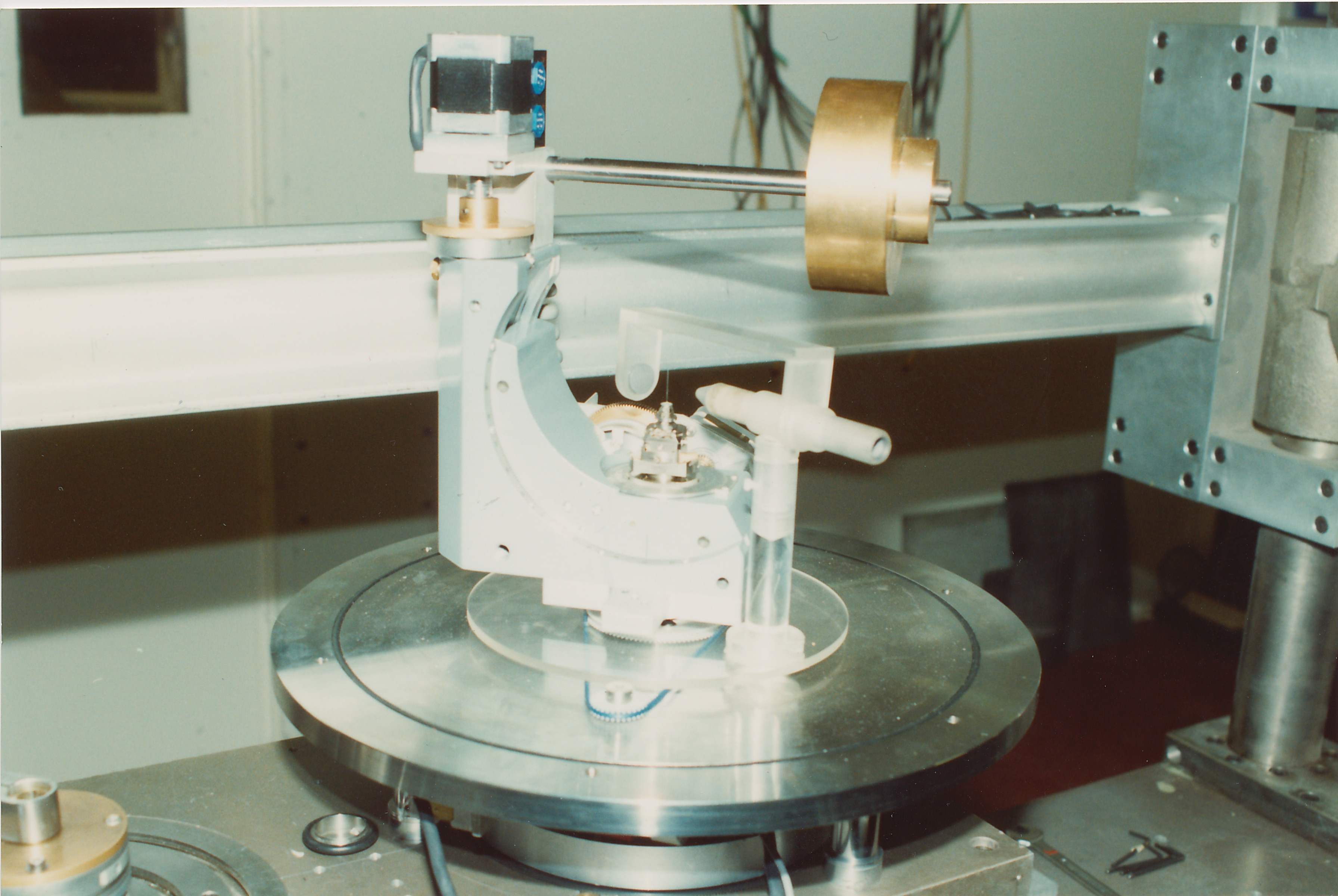sc0077.jpg - GEC quarter circle cradle with counterbalance weight, Jan 1991